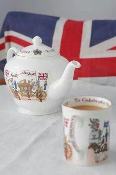 God save the Queen Tea Pot