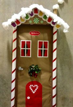 Best ideas for diy christmas door decorations navidad Diy Christmas Door Decorations, Christmas Door Decorating Contest, School Door Decorations, Snowman Decorations, Handmade Decorations, Christmas Gingerbread, Christmas Crafts, Christmas Ornaments, Gingerbread Houses
