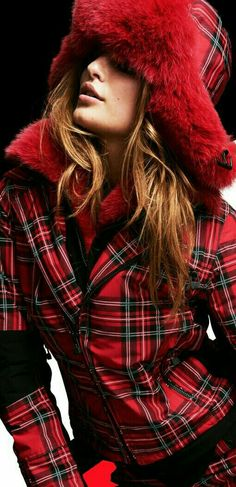 40 Amazing Tartan Look Outfit Ideas For Ladies - Fashionmoe Mode Tartan, Tartan Plaid, Tweed, Color Borgoña, Style Anglais, Tartan Christmas, Tartan Fashion, Tartan Pattern, Scottish Tartans