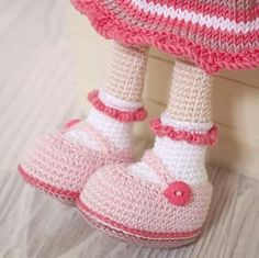 How to Crochet a Basic Doll - Crochet Ideas Crochet Doll Dress, Crochet Doll Clothes, Crochet Amigurumi Free Patterns, Easy Crochet Patterns, Girl With Pigtails, Holiday Crochet, Little Doll, Amigurumi Doll, Crochet Baby