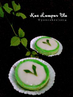 Yancakes: Kue Lumpur Vla Eat Pray Love, Snack Box, Indonesian Food, Deserts, Food And Drink, Fancy, Snacks, Cake, Traditional