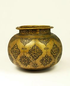 Water Vessel    Lahore, Pakistan    ca. 1580-1600    Brass, cast and engraved