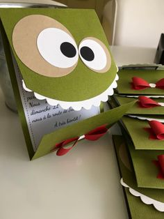 "Groseilles & CO: Anniversaire ""petits monstres""… Gooseberries & CO: Anniversary ""little monsters"" … Diy Design, Design Page, Diy Paper, Paper Crafts, Tarjetas Diy, Diy And Crafts, Crafts For Kids, Diy Cans, Diy Bottle"