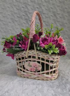 Обновления Newspaper Basket, Newspaper Crafts, Paper Weaving, Tapestry Weaving, Baskets On Wall, Wicker Baskets, Hobbies And Crafts, Diy And Crafts, Corn Dolly