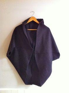 make this simple coat in wool for the cold, candlelight outdoor dinners! Poss 2 rectangles of fabricbut this would be great to copy! make me // felted wool slouchy coat [ simple . Fold in half, sew seam up the short sides, leaving about left unsewn b Coat Patterns, Clothing Patterns, Dress Patterns, Sewing Patterns, Sewing Clothes, Clothing Items, Look Fashion, Diy Fashion, Fashion Dresses