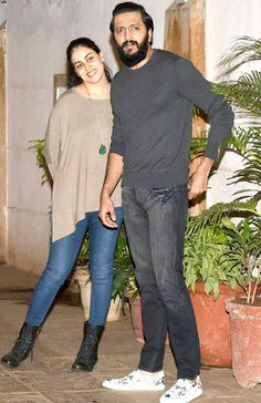 Riteish Deshmukh and wife Genelia Deshmukh were spotted enjoying a dinner outing with Saif Ali Khan and Kareena Kapoor Khan at a restaurant in Bandra, Mumbai. Bollywood Couples, Bollywood Actors, Bollywood Celebrities, Bollywood Fashion, Handsome Celebrities, Indian Celebrities, Couple Outfits, Chic Outfits, Floral Print Gowns