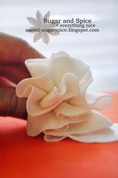 Tutorial - How to make fondant ruffles for cakes
