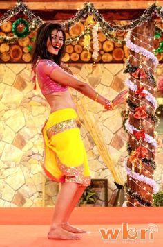 Journalist Neha Maheshwri's article on Bollywood actress and Bigg Boss inmate SONALI RAUT has met with criticism by other journalists: http://www.washingtonbanglaradio.com/content/neha-maheshwris-article-bigg-boss-inmate-sonali-raut-creates-furore  #sonaliraut #biggboss #NehaMaheshwri #controversy