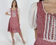 Vintage 70s Burgundy Calico Dress / Western Square Dancing Dress With Waist Tie / Country Prairie Festival Full Skirt Midi Mini Dress 1970s Dresses, Western Dresses, Dance Dresses, Vintage 70s, Dancing, Midi Skirt, Burgundy, Floral Prints, Tie