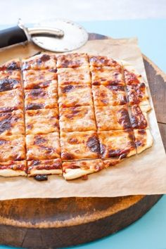 louis style pizza - use shredded provel instead of cheese mixtures. The best thin crust pizza, use a piazza stone for a good crisp crust I Love Food, Good Food, Yummy Food, Chapati, Thin Crust Pizza, Pizza Pizza, Cracker Crust Pizza Dough Recipe, Pizza And Pasta, Seafood Pizza