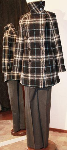 Cappottino scozzese BURBERRY, pantaloni in lana-lamè L'AUTRE CHOSE.