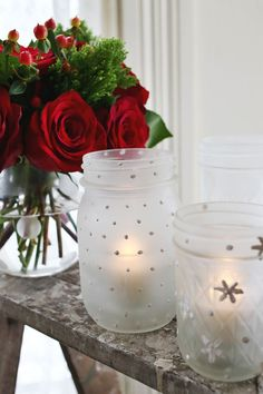 How To Make Frosted Mason Jar Votives! Softly-lit candles can add so much atmosphere to your home. When you use the Mason Jars with small tea lights, they create a soft, warm light. They also have a very classy look to them. Mason Jar Projects, Mason Jar Crafts, Mason Jar Diy, Diy Projects, Project Ideas, Magical Christmas, Beautiful Christmas, Christmas Crafts, White Christmas