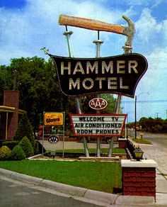 Hotel, Motel, Or Inn? Many options exist when booking travel accommodations, from shady motels to five star hotels on the strip. Old Neon Signs, Vintage Neon Signs, Old Signs, Advertising Signs, Vintage Advertisements, Vintage Ads, Poster Vintage, Bed And Breakfast, Retro Signage