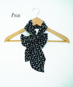 8719e29637b ascot en soie lavallière foulard noeud noir losanges blancs   Echarpe