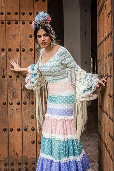 Lunares Spanish Fashion, Spanish Style, Traditional Fashion, Folk Costume, Floral Motif, Style Inspiration, My Style, Womens Fashion, Fashion Design