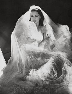 Dorothy Malone Wedding Photo Celebrity Wedding Photos, Celebrity Weddings, Vintage Gowns, Vintage Bridal, Vintage Weddings, Vintage Glamour, Hollywood Wedding, Old Hollywood, Black And White Stars