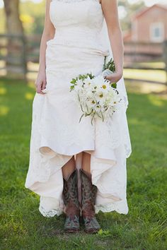 This bride chose a Romona Keveza gown for her Virginia farm wedding | Jodi Miller Photography | KleinfeldBridal.com