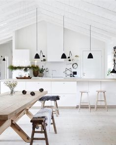 12 simply beautiful wooden kitchen table ideas for a fresh look inside the house including modern, natural or rustic style. Kitchen Interior, Interior Design Living Room, Küchen Design, House Design, Design Ideas, Three Birds Renovations, Scandinavian Kitchen, Wooden Kitchen, Home And Deco