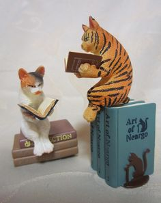 cats reading book ends