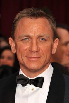 Daniel Craig, uno de los rostros más famosos del teatro británico que estaba esperando las tablas como un actor adolescente luchando con el NYT, pasó a estr ...