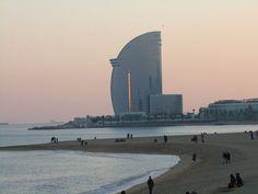 Las magníficas playas en plena ciudad. Barcelona 2017, Opera House, Building, Travel, Beaches, Cities, Summer Time, Viajes, Buildings