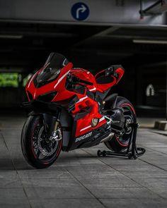 Women Riding Motorcycles, Ducati Motorcycles, Moto Bike, Motorcycle Bike, Ninja Bike, Bike Photoshoot, Custom Street Bikes, Harley, Super Bikes