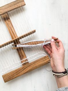 Set for weaving Travel Convenient to take on a trip and weave anywhere. The kit has everything you need: -total machine 20 cm * 25cm - needle for weaving - small scallop pendant - set of yarn - storage bag Take this kit with you and you will not get bored during long flights. You can use this kit Weaving Loom Diy, Weaving Tools, Rug Loom, Hard Crafts, Nifty Crafts, Nikon Camera Tips, Canon Cameras, Nikon Dslr, Canon Lens