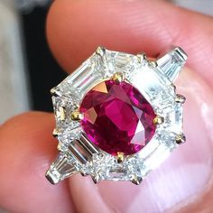 Very special ring by Carvin French with a carat Classic Burmese Ruby and carats of diamonds at sothebys jewels Ruby Jewelry, I Love Jewelry, Stone Jewelry, Diamond Jewelry, Jewelry Design, Ruby Diamond Rings, Antique Rings, 4 Diamonds, Crystals