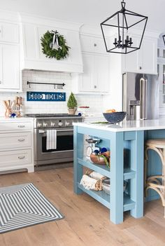 Clever Small Kitchen Remodel Inspiration Ventilation aspect in kitchen design. Most of us sometimes ignore ventilation as part of the qualities of a good kitchen design. New Kitchen, Kitchen Decor, Kitchen Island, Kitchen White, Kitchen Cabinets, Kitchen Walls, Green Kitchen, Kitchen Paint, Kitchen Ideas