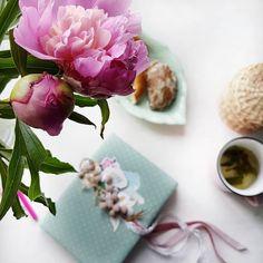 Заварила чай с мятой, прянички с яблочным повидлом и баранки с маком. Аромат мяты и пионов очень располагает помечтать... А мечты, чтобы…