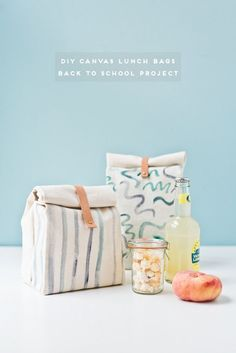 How to Make a Canvas Lunch Bag for Back to School How to Make a Canvas Lunch Bag for Back to School. Click through for the tutorial. The post How to Make a Canvas Lunch Bag for Back to School appeared first on Bag Diy. Easy Sewing Projects, Sewing Projects For Beginners, Sewing Hacks, Sewing Tips, Sewing Tutorials, Sewing Patterns Free, Free Sewing, Diy Pour La Rentrée, Couture Main