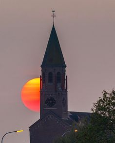 Sunset at Sint-Martens-Leerne church by @ben_bieb.be . #sunset #sun #fire #nature #church #deinze