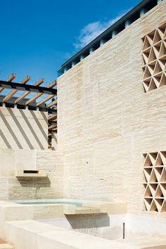Museo del vino en Córcega. Arquitectos: Perraudin Architectes, Lyon