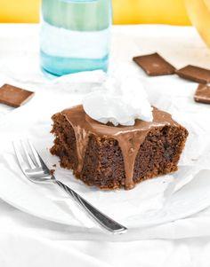 Ciasto bananowo-czekoladowe to doskonała propozycja pysznego, szybkiego w przygotowaniu i prostego deseru. Wypróbuj przepis ze strony Cookuj.pl!