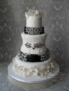 Add red flowers on bottom. Black white baroque wedding cake with a brooch decoration. Very pretty cake! Black White Cakes, Black And White Wedding Cake, White Wedding Cakes, Elegant Wedding Cakes, Elegant Cakes, Beautiful Wedding Cakes, Gorgeous Cakes, Wedding Cake Designs, Pretty Cakes