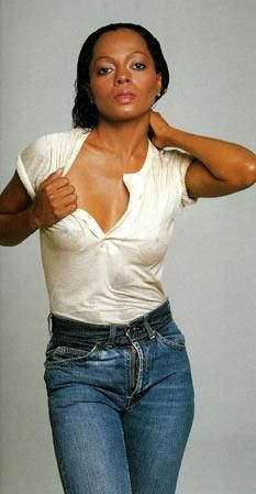 Diana Ross makes the simple look of white tshirt and jeams so classy yet sexy.