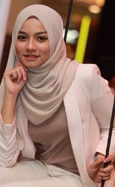 yo gas media content and analytics Tesettür İç Çamaşır Modelleri 2020 Beautiful Hijab Girl, Beautiful Muslim Women, Beautiful Girl Image, Beautiful Asian Girls, Modern Hijab Fashion, Muslim Women Fashion, Cute Beauty, Beauty Full Girl, Women With Freckles
