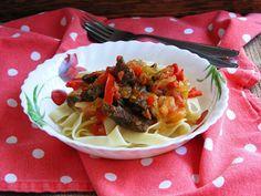 Makacska konyhája: Lecsós, borjúhúsos tagliatelle Spaghetti, Ethnic Recipes, Food, Tagliatelle, Essen, Meals, Yemek, Noodle, Eten