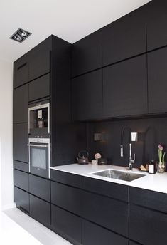 Modern Black Kitchen Cabinets Design Ideas For Inspiration Kitchen Cabinet Inspiration, Kitchen Inspirations, Kitchen Cabinet Design, Home Decor Kitchen, Modern Black Kitchen, Black Ikea Kitchen, Black Kitchens, Black Appliances Kitchen, Modern Kitchen Design