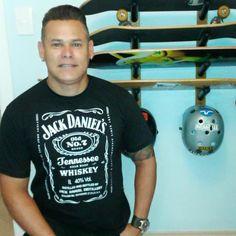 Baterista, roqueiro, skatista e fã de um bom whiskey. Esse é o nosso cliente Herbert Amber com a camiseta Jack Daniel's (new label) exclusiva da Sow. Garanta já a sua! www.sowstore.com.br