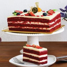 Anytimecakes provides online Red Velvet delivery in Delhi NCR on the same day and midnight. Send Red Velvet, customised cakes to Delhi NCR. Cupcake Recipes, Dessert Recipes, Desserts, Traditional Chocolate Cake Recipe, Velvet Cake, Red Velvet, Cake Sizes, Mothers Day Cake, Cake Delivery