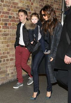 V:-)ictoria Beckham & Kids Return To London