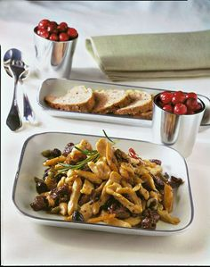 Turkey strips with olives and dried tomatoes – Chicken Recipes Veggie Recipes, Chicken Recipes, Dinner Recipes, Cooking Recipes, Healthy Recipes, Peru, Italian Chicken Dishes, Pollo Chicken, Salty Foods