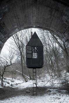 The Flying Black House that Looms Beneath a Bridge Architekti Foster People's Imaginations with a Hidden Cabin in the Czech Republic Journal Du Design, Building Materials, Modern House Design, Installation Art, Art Installations, Black House, Building A House, Green Building, Architecture Design