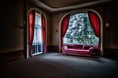World's Grandest Abandoned Hotels »Inside a hotel in Germany. (Photo by Thomas Windisch/Caters News)