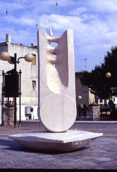 Loto 2000, pietra Apricena, Peschici, Yoshin Ogata http://musapietrasanta.it/content.php?menu=artisti