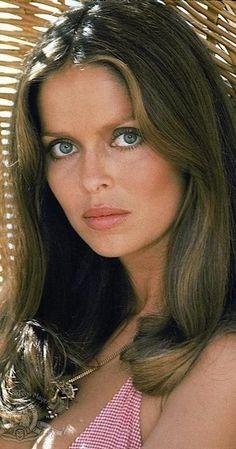 Roger Moore, James Bond, Beautiful Celebrities, Beautiful Actresses, Beautiful Females, Barbara Bach, Best Bond Girls, Rockabilly Makeup, 50s Makeup