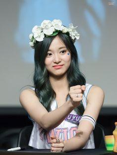 TWICE - Tzuyu Chou Tzu Yu, Tzuyu Twice, Girl Bands, Kpop Girls, Diva, Dancer, Flower Girl Dresses, Princess, Celebrities