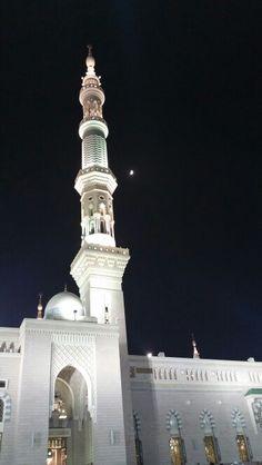 Madinah#masjid-e-nabawi#moon over the minaret#a rare sight#