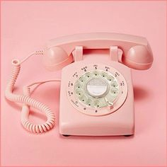Do you guys ever wish rotary telephones were still a thing? How cute would this be in your house or workspace???